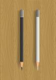 Två realistiska blyertspennor på trätabellen Arkivbilder