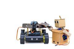 Två robotar som tillsammans står Arkivbild