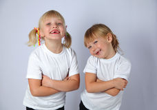 Två roliga flickor Arkivbilder