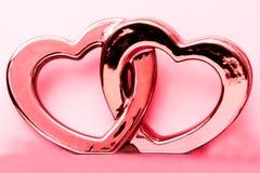 Två rosa hjärtor flätar samman Arkivbilder