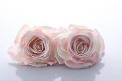 Två rosa konstgjorda rosor Royaltyfri Bild
