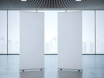Två rullar upp baner på kontoret framförande 3d Arkivfoto