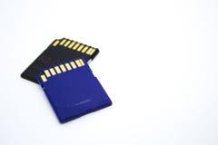 Två SD-minneskort på en vit bakgrund Arkivbild