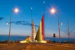 Två seglar bron Arkivfoton