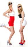 Två sexiga kvinnor som bär kortkortkjolar Royaltyfri Fotografi