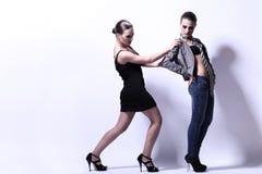 Två sexiga kvinnor som poserar i studio Royaltyfri Fotografi