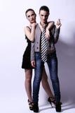 Två sexiga kvinnor som poserar i studio Arkivbilder