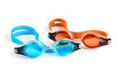 Två simma skyddsglasögon på vit Fotografering för Bildbyråer
