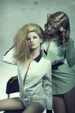 Två sinnliga modeflickor Royaltyfria Bilder