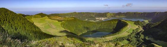 Två sjöar i Azores Arkivfoton