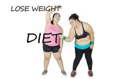 Två sjukligt feta kvinnor som skriver deras mål Royaltyfri Fotografi