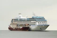 Två skepp på havet Royaltyfria Bilder