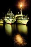 Två skepp på natten Royaltyfri Foto
