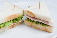 Två skinka och ostsmörgås Arkivbilder