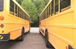 Två skolbussar Arkivfoto