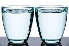 Två slösar mång--fasetterade exponeringsglas på en olik bakgrund Fotografering för Bildbyråer