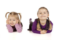 Två små flickor i svart bakgrund Fotografering för Bildbyråer