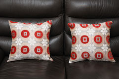 Två Sofa Pillow Cushions Arkivfoto