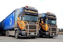 Två som skräddarsy det Skåne euroet 6 lastbilar Arkivfoto
