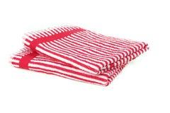 Två staplade handdukar som isoleras på vit Royaltyfri Foto