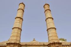 Två stora minaras på Shahar-ki-maasjid (moskén), chapaner, Gujarat Royaltyfri Foto