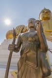 Två stora statyer av Buddha på Wat Hua Ta Luk, Nakorn Sawan som är thailändsk Royaltyfri Foto