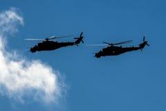 Två stridhelikoptrar Arkivbild