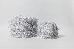 Två strimlade papperskuber Royaltyfri Foto