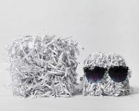 Två strimlade papperskuber som bär solglasögon Fotografering för Bildbyråer