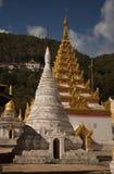 Två stupas Arkivfoto