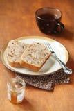 Två stycken av kakan för krydda för strikt vegetarianpäronvalnöt royaltyfria foton
