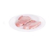 Två stycken av rått nötkött i platta Fotografering för Bildbyråer