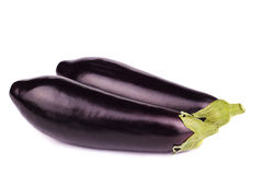 Två svarta aubergine som isoleras på vit Fotografering för Bildbyråer