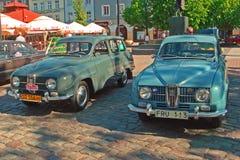 Två tappning Saab 95 bilar Arkivfoton