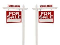 Två till salu Real Estate för utmätning tecken med den snabba banan Fotografering för Bildbyråer