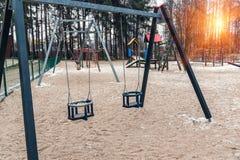 Två tomma barngungor Arkivbilder