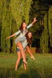 Två tonårs- flickor Royaltyfri Foto
