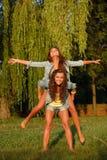 Två tonårs- flickor Royaltyfria Foton