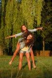 Två tonårs- flickor Royaltyfri Bild