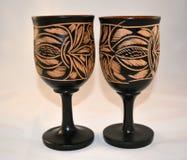 Två träexponeringsglas som dekoreras med handworkträsnideri Royaltyfri Foto