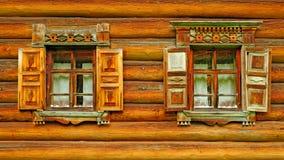 Två träfönster Arkivfoto