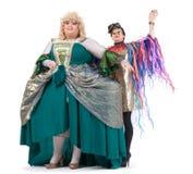 Två transvestit som har gyckel som tillsammans utför Arkivfoto