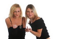 Två trevliga flickor som inviterar dig att sammanfoga dem Fotografering för Bildbyråer