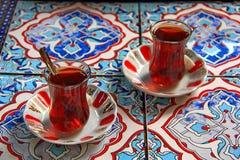 Två turkiska koppexponeringsglas Arkivbild