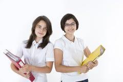 Två unga flickor med böcker Royaltyfria Bilder