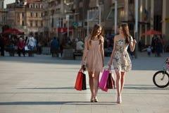 Två unga kvinnor Royaltyfria Foton
