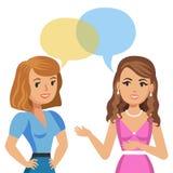 Två unga kvinnor som talar i kafé cafeflickor skvallrar instreet som sitter tala två kvinnabarn Mötevänner Arkivfoto