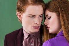 Två unga stilfulla modeller royaltyfri bild