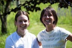 Två unga tonåringar Arkivfoto