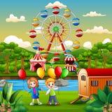 Två ungar rymma ballonger och ha gyckel på nöjesfältet royaltyfri illustrationer